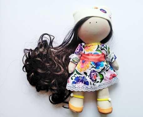 Lalka Tilda w łowickiej sukience