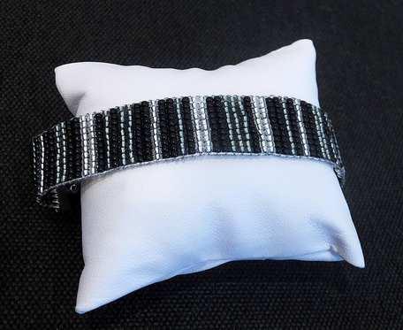 Bransoletka z krosna w kolorach czerni i srebra