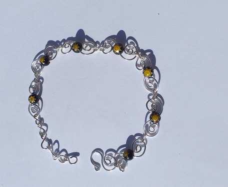 Bransoletka wire wrapping - czarno - żółta - wzór I