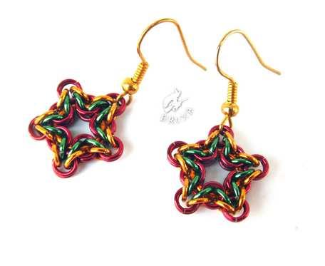 Kolczyki chainmaille kolorowe świąteczne gwiazdki