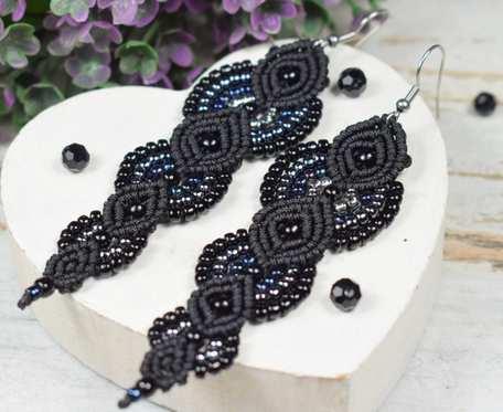 Eleganckie, długie kolczyki z koralików, czarne