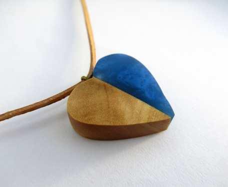 DREWNIANY WISIOREK SERCE oliwka+niebieski
