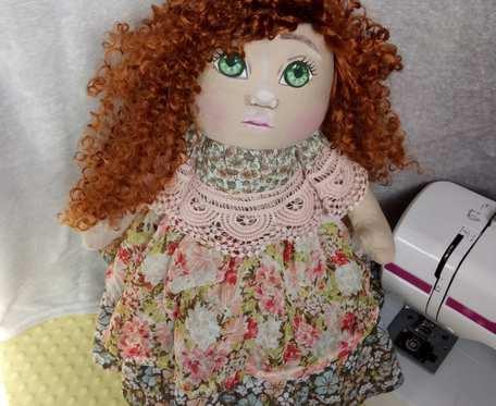 Duża lalka ręcznie tworzona