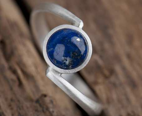 Srebrny pierścionek z lapis lazuli