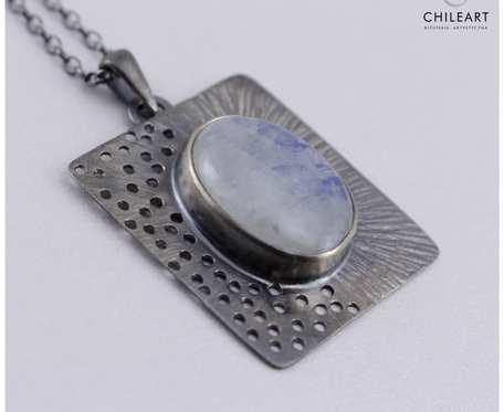 Kamień księżycowy i srebro - wisiorek na łańcuszku 2918