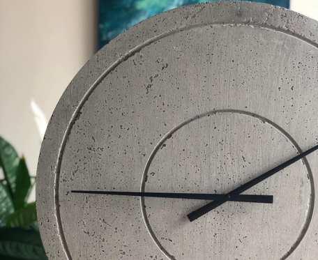 Handmade Duży Zegar z Betonu Groove Szary Betonowy Oryginalny do Salonu Kuchni Pokoju Biura Sypialni Loftu na Prezent Nowoczesny Stylowy Industrialny Minimalistyczny Szary Beton Cementowy Designerski Loftowy Dekoracyjny Elegancki 60cm