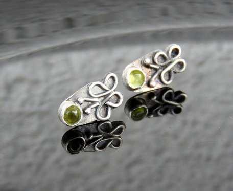 Kolczyki srebrne motylki z oliwinem