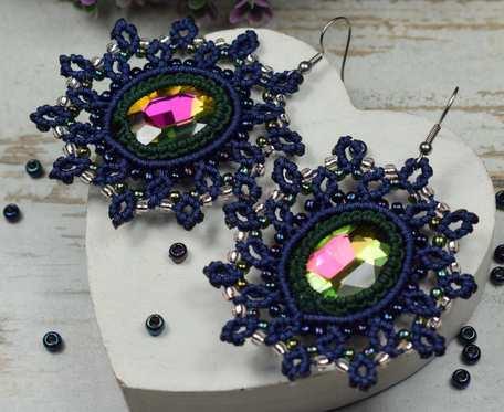 Eleganckie, ażurowe kolczyki z pięknie mieniącymi się kryształami