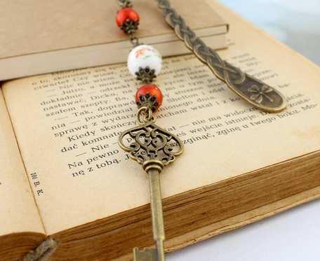 Długa zakładka do książki - klucz i ceramika