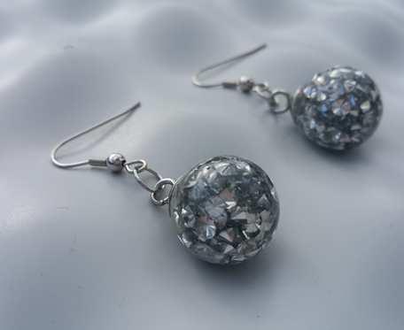 Kolczyki ze srebrnymi diamencikami akrylowymi