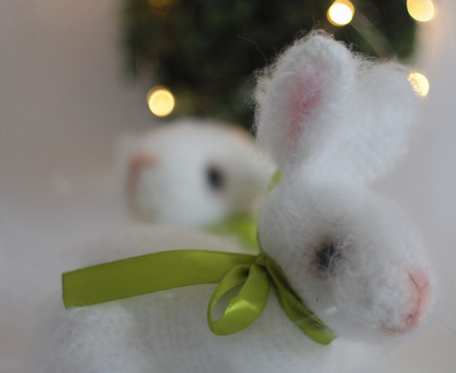Śliczny wielkanocny króliczek jak żywy