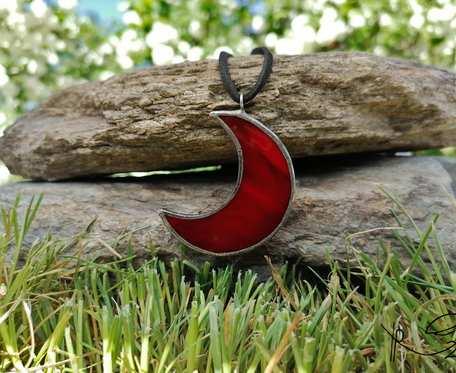 Szklana zawieszka księżyc (czerwona)