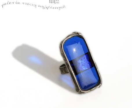 Szafirowy prostokąt - pierścionek ze szkła