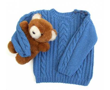 Niebieski sweterek w warkocze